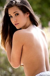 Eva Lovia gallery image 5 of 17