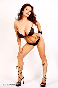 Denise Milani gallery image 6 of 15
