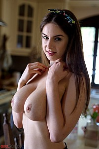 Stella Cox has breakfast in the nude