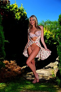 Lexi Lowe gallery image 6 of 12