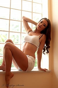 Jess Impiazzi gallery image 3 of 12