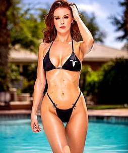 Leanna Decker looks great in her bikini, don't you agree?