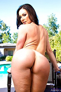 Kendra Lust gallery image 11 of 21