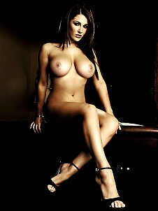 Lucy Pinder gallery image 3 of 11