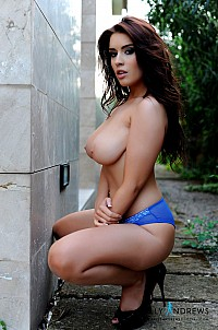 Kelly Andrews gallery image 10 of 12