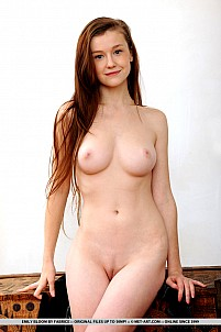 Emily Bloom gallery image 3 of 18