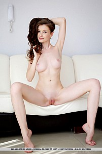 Emily Bloom gallery image 12 of 18