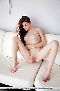 Emily Bloom gallery image 17 of 18