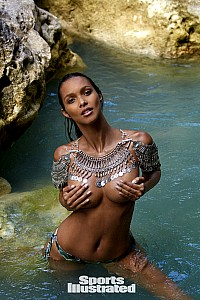 Lais Ribeiro gallery image 13 of 33