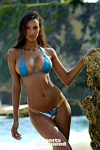 Lais Ribeiro gallery image 22 of 33