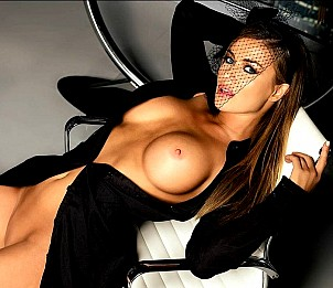 Carmen Electra gallery image 28 of 32