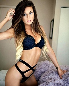 Juli Annee gallery image 4 of 14