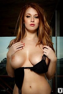 Big titted chick Leanna Decker in sexy picture gallery