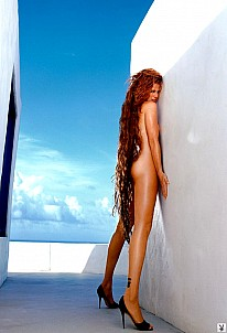 Angie Everhart gallery image 6 of 8