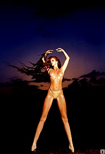 Angie Everhart gallery image 7 of 8