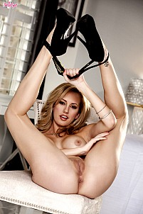Brett Rossi gallery image 10 of 16