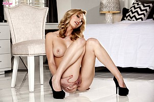 Brett Rossi gallery image 14 of 16