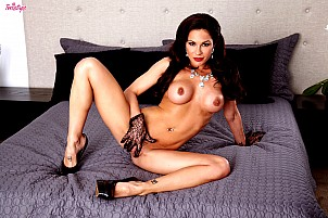 Kirsten Price gallery image 16 of 16