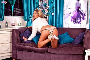 Lexi Lowe gallery image 2 of 16