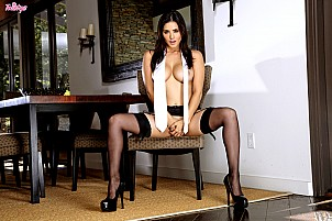 Sunny Leone gallery image 10 of 15