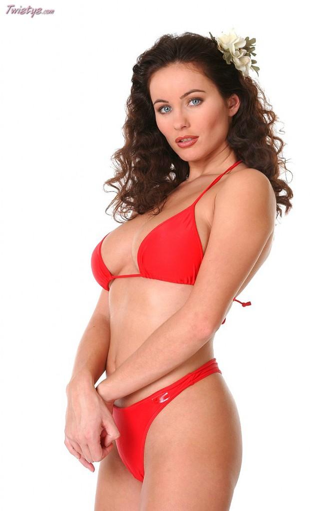 Pornstar babe Adrenalynn takes off her bikini to masturbate  1370155