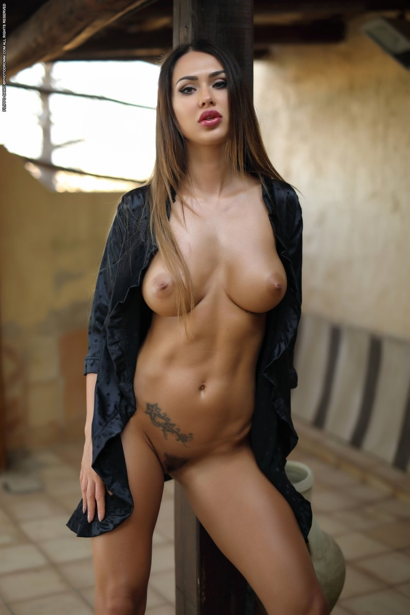 Amazing Boobs Pic burning hot justyna girl poses naked outdoor showing off her
