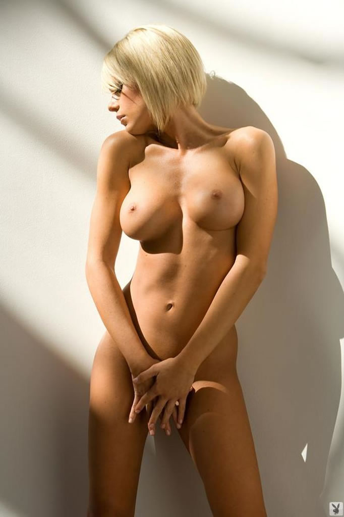 Фото голых блондинок с красивой грудью