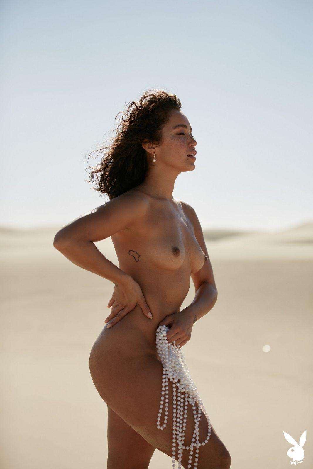 decker nude photos Leanna