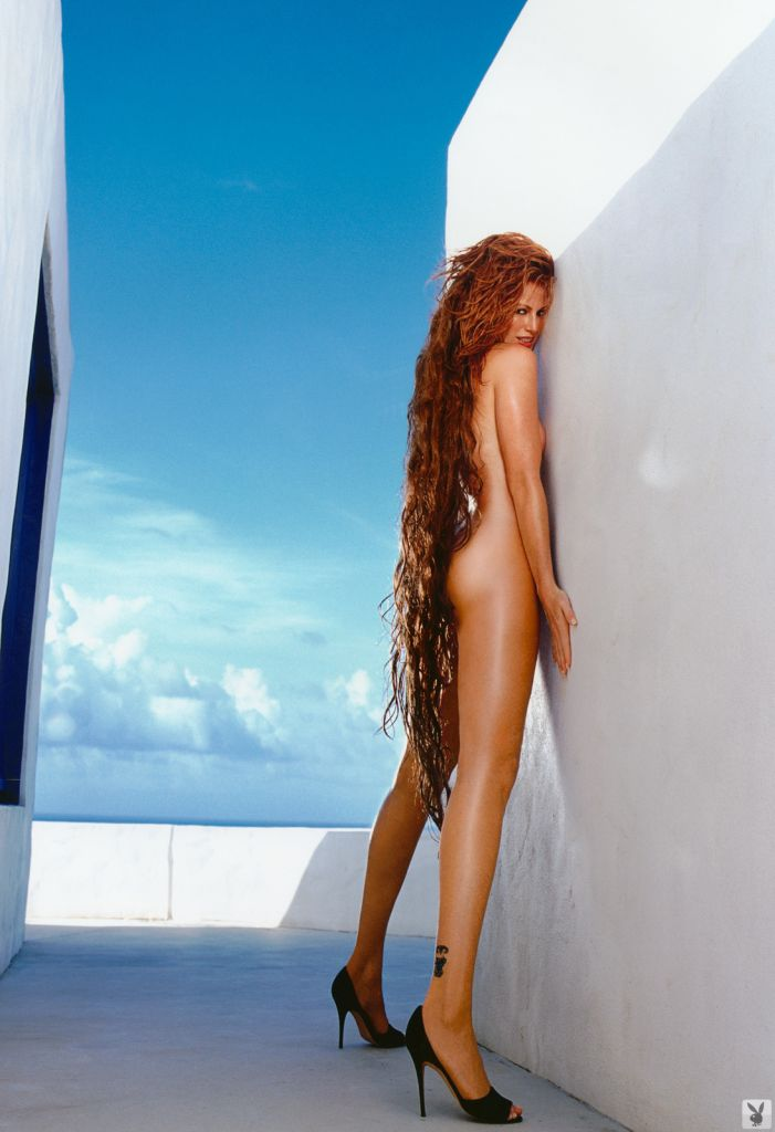 Angie Everhart  - Hot gallery babepedia @Angie_Everhart