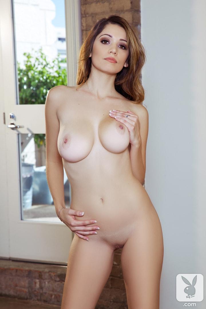 nude waiting