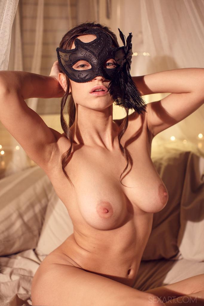 Порно видео девушка в черной маске, порно женский клитор крупно hd