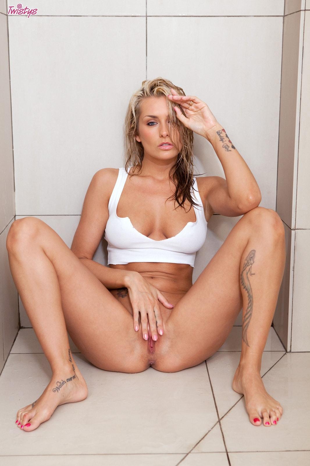 Melissa milano anal