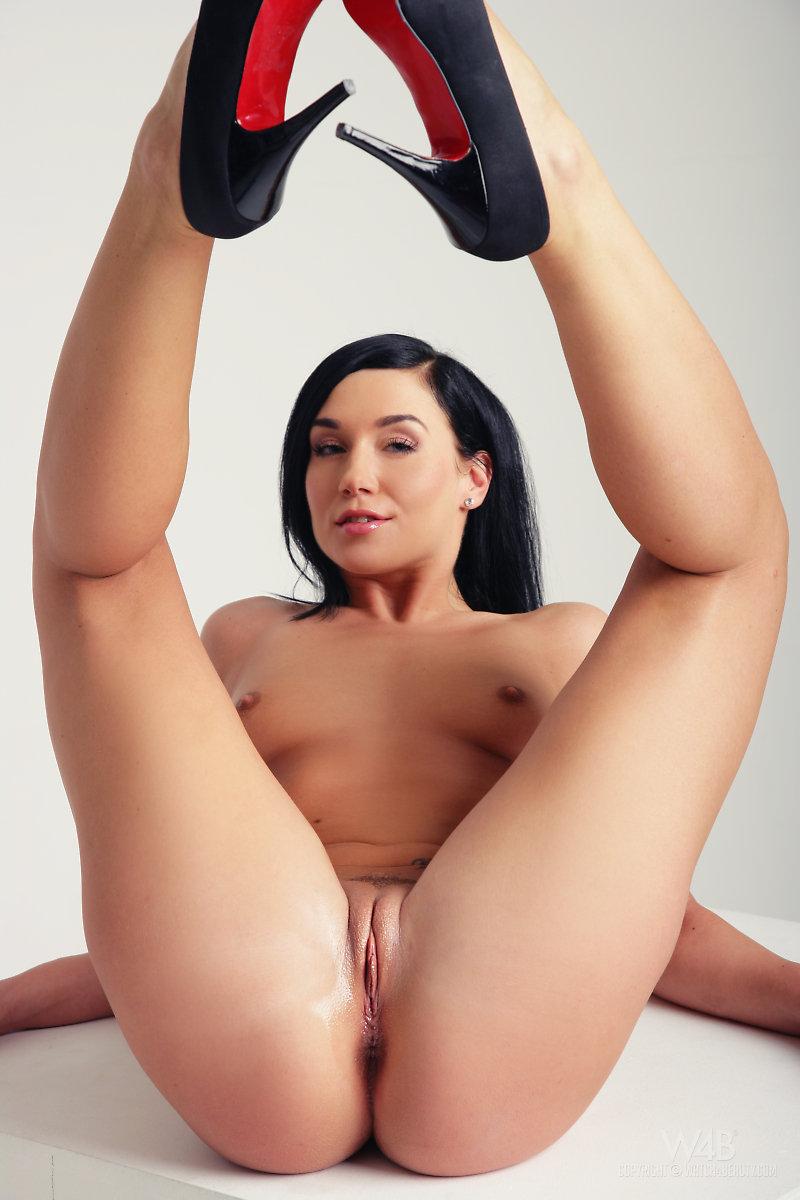 Chicas con los apoyos desnudos
