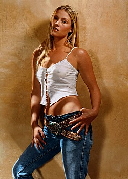Ali Larter image 1 of 1
