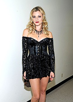 Amy Smart image 1 of 1