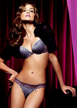 Ana Beatriz Barros image 1 of 1