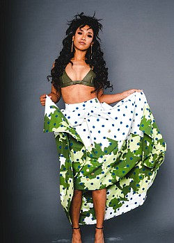 Candice Patton image 1 of 3