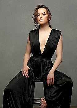 Daisy Ridley image 1 of 2