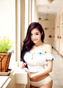 Elly Tran Ha image 1 of 2