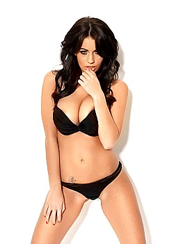 Holly Peers image 1 of 4