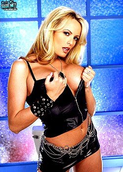 Stormy Daniels image 1 of 1