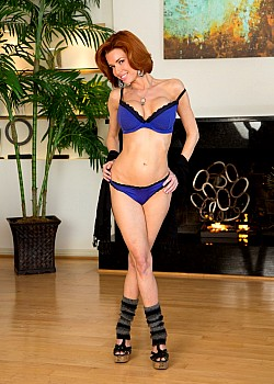 Veronica Avluv image 1 of 4