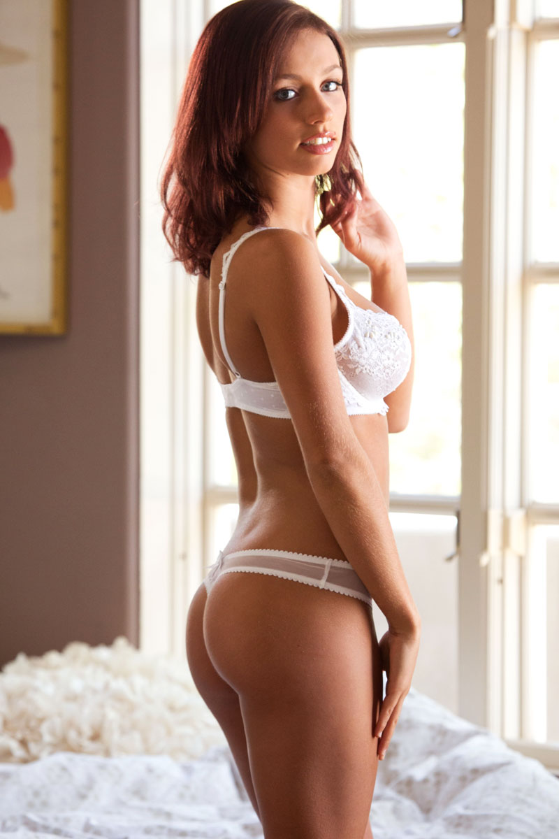 Cam model shows off sexy outfit before stripping naked 3