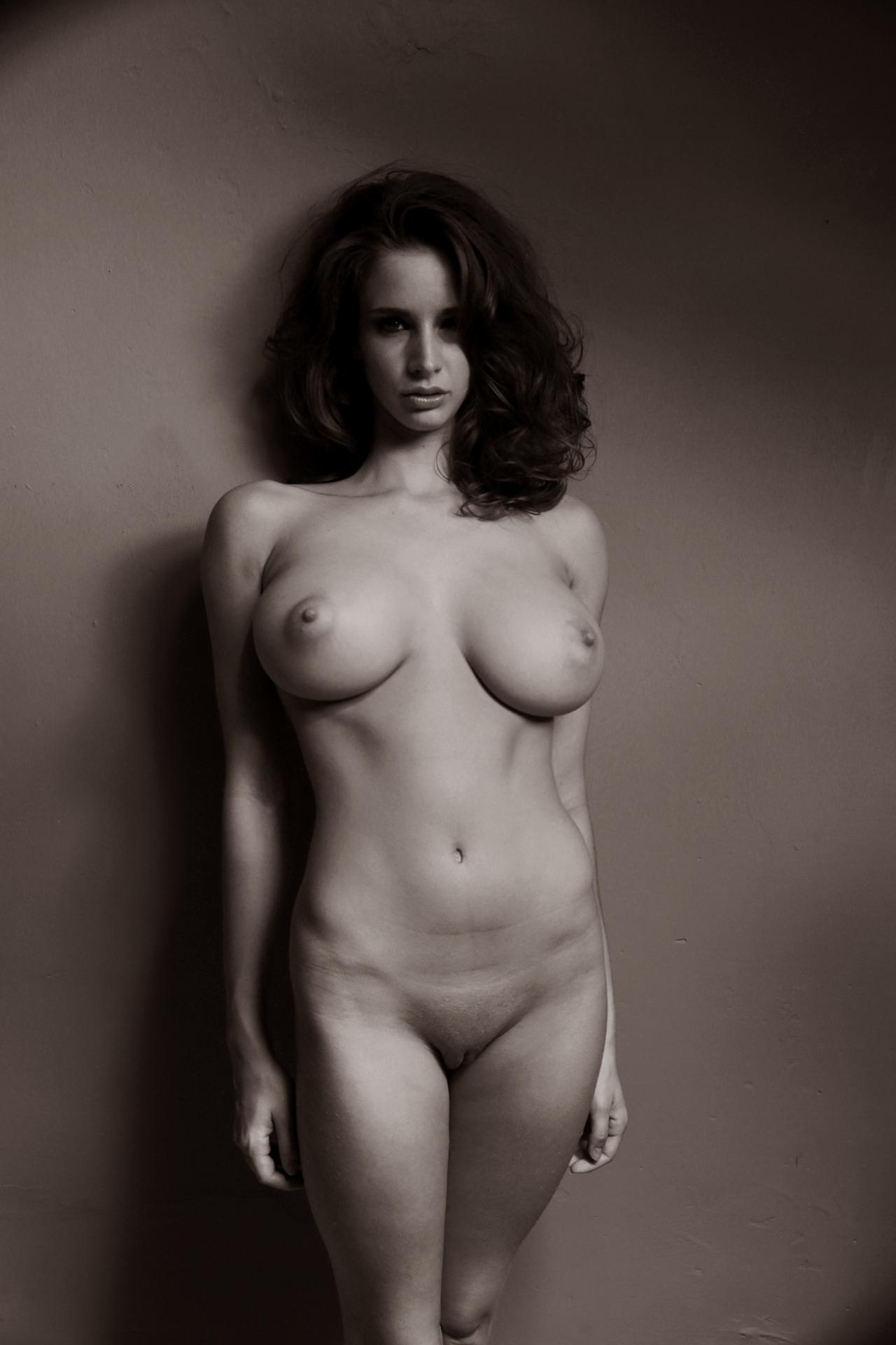 Худая с красивой грудью 12 фотография