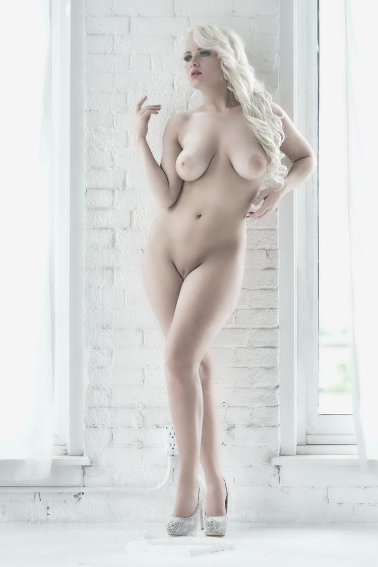 Emmy Elle Nude