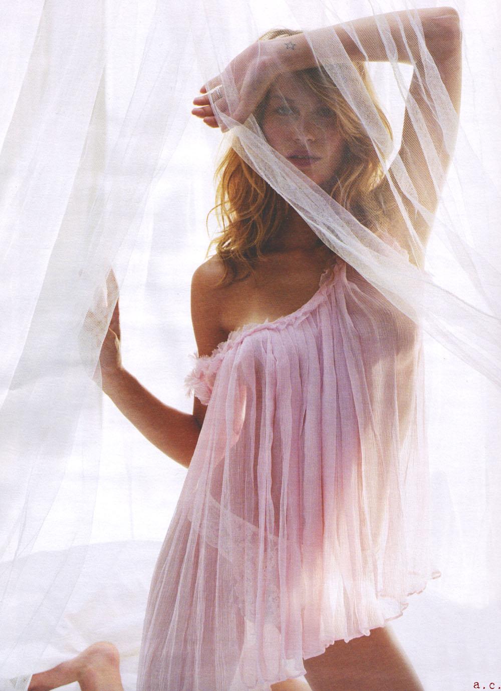 Маленькая грудь как носить платье без бретелек