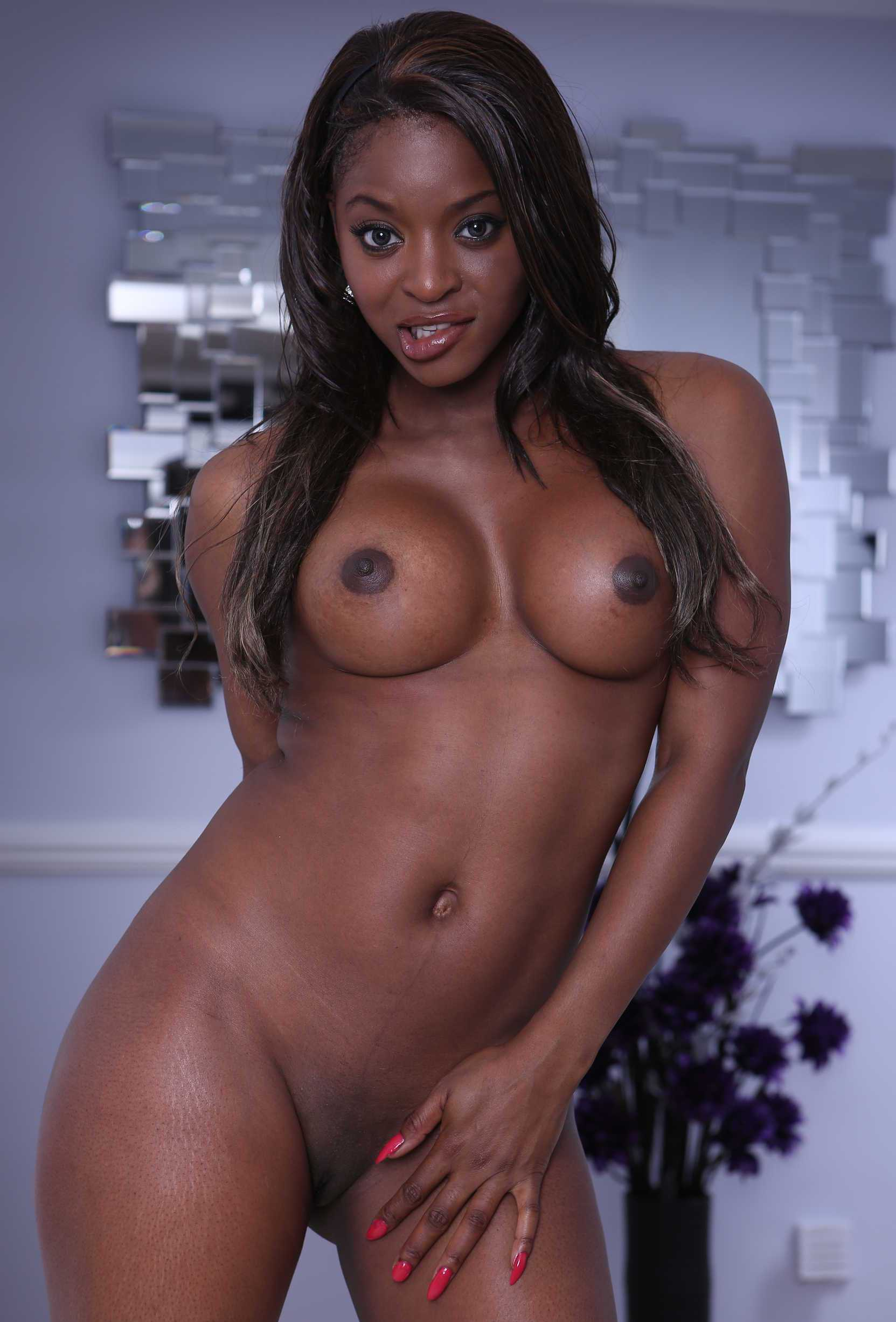 Ebony In Love Nude Pics
