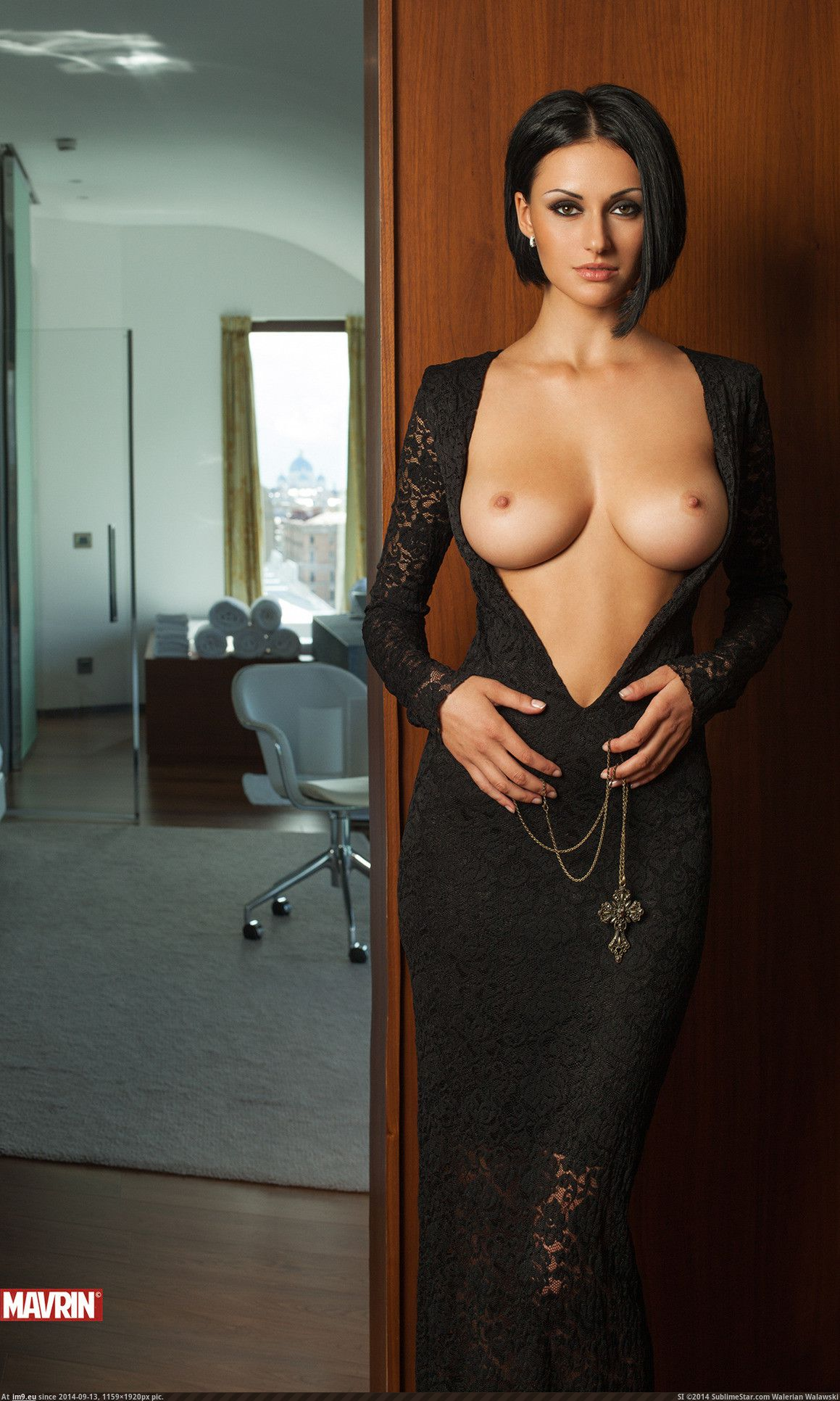 Фото голых девушек в платьях @ 18-porno.ru