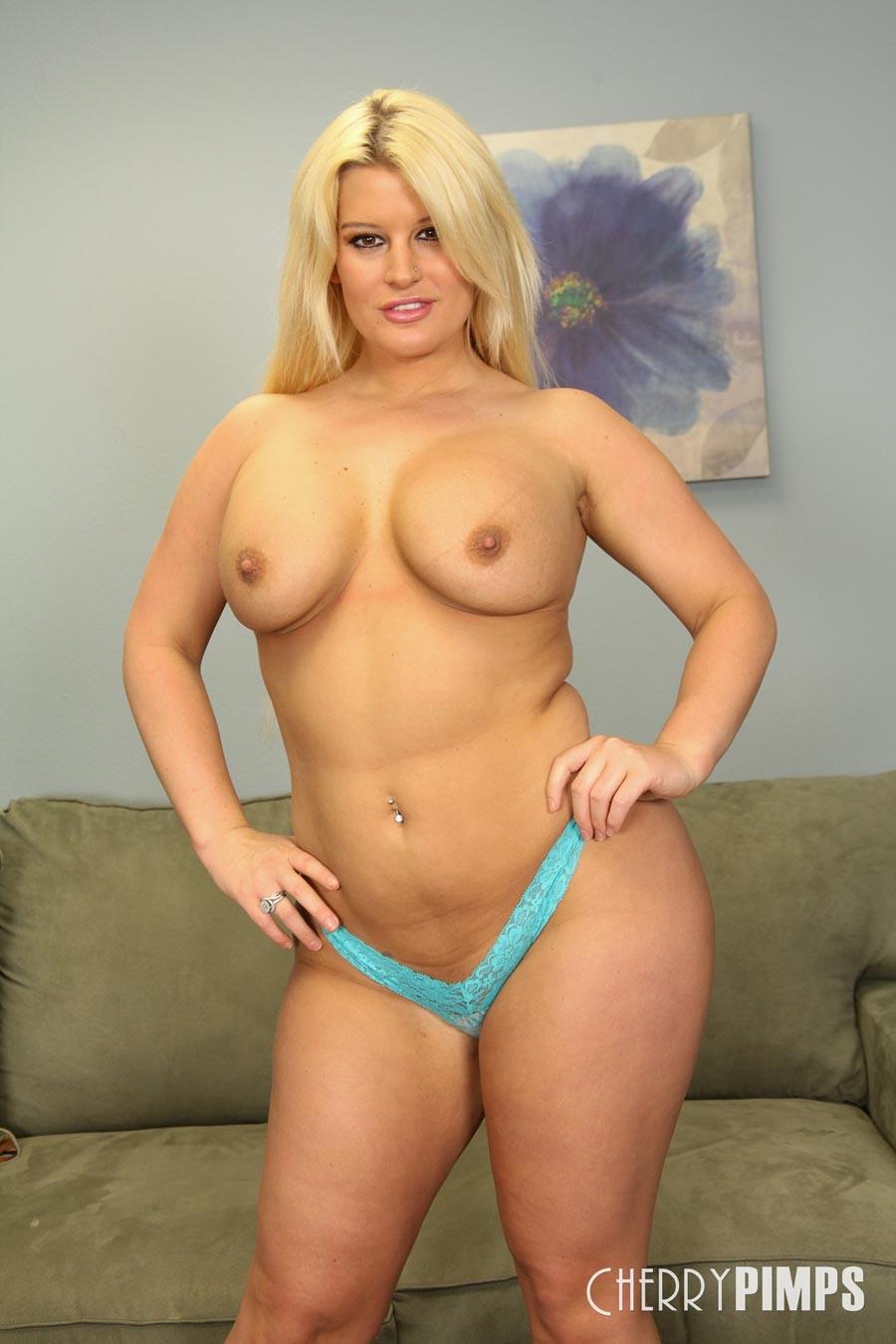 Busty blonde pornstar webcam lylith lavey 2