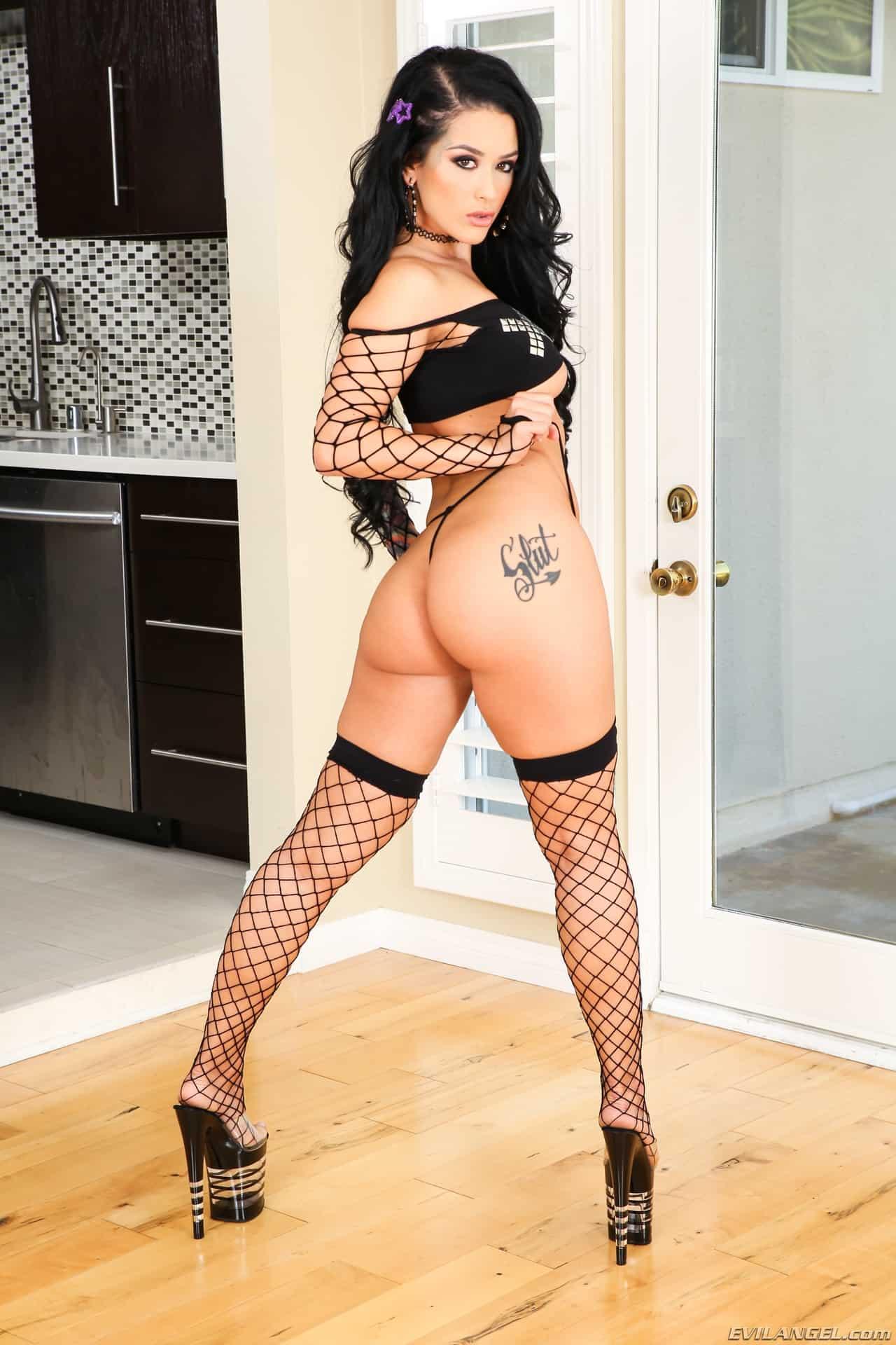 Pornstar babe katrina jade love black cocks fuck, nude men with women in bed